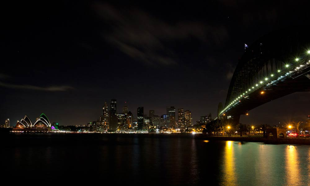 Sydney skyline turns off lights for Earth Hour © Simon Hewson / WWF-Aus
